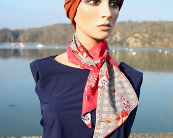 Red woman scarf with Flowers and Prince of Wales in viscose and cotton veil. Laine Lavallière's Tartine