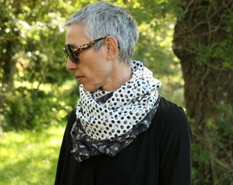 Infinite scarf or stole-shawl woman Silver Grey with flowers and off-white with black polka dots.  Laine scarf scarf tartine.
