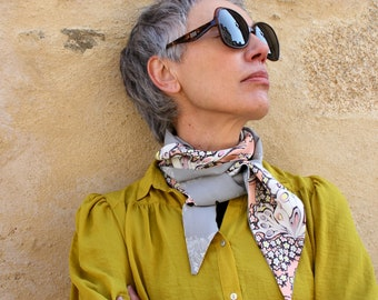 Long scarf and fine Pink Beige Yellow Grey, butterfly and flowers patterned, retro Lavallière in Acetate .