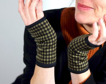 Women's Short Mitaine in Damier Green, in Jersey thick cotton. Wool Tartine Mitt gloves