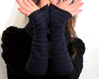 Long woolly woolly pink blue with shiny rosette lined with Cotton jersey. Short woman mitt
