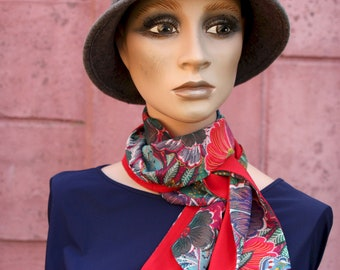 Lavallière Scarf Woman with hippie chic Green-Violet-Red flower scarf. Laine tartine. Long woman scarf