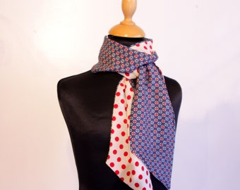 Two-tone women's lavallière scarf White with red polka dots and retro Rosace Blue. Tartine de Laine