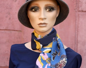 Blue Woman Lavallière scarf with Yellow Flowers in Viscose veil. Laine tartine. Fine scarf