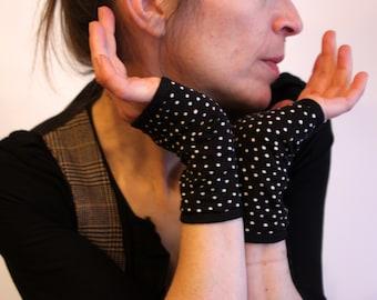 Fingerless gloves black with white polka dot jersey cotton jersey. Mitten women dot fabrics. Slice of wool
