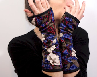 Black Blue, Red and White Blonde Mitaine with Floral Patterns in Cotton Jersey. Cotton stretch fabric mitten