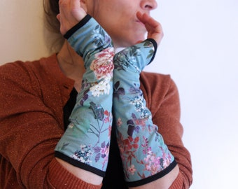 Mitten long blue vintage flowers and cranes Chinoiserie cotton lined. Slice of wool