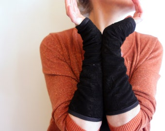 Mitten stretchy black with flowers. Classic and chic fingerless gloves in stretch Lycra and cotton jersey lining. Tartine wool gift for her