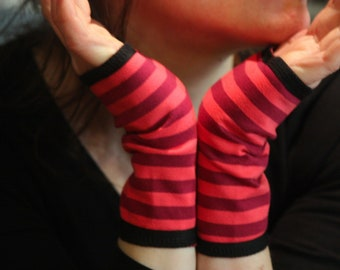 Short glove cuff stripes bicolor rose cotton jersey. Slice of wool