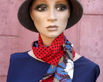 Women's Lavallière scarf with flowers and blue and black red polka dots. Black Peas Red Wool Tartine