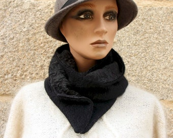 Button collar, scarf-collar. Black woolly collar and cotton interior.