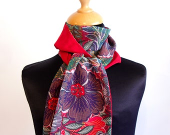 Scarf, Ascot, tie women, two-tone red and green-purple - red shiny Gypsy flowers. Slice of wool