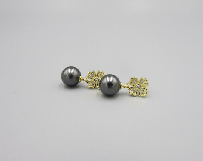 Pearl Stud Earrings Gold