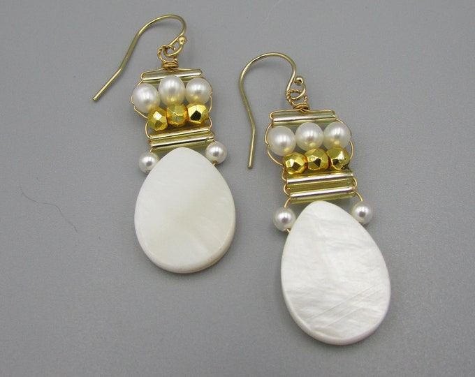 Mother of Pearl Teardrop Earrings | Bridal Earrings