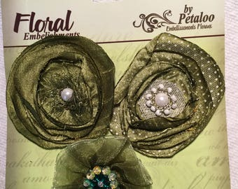 Fleurs en tissu verts Floral embellissements - Petaloo Expressions couches  fleurs en tissu avec des centres d embelli dd2d1451695