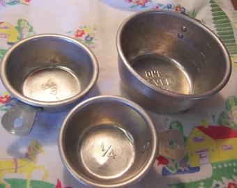 handy aluminum vintage measuring cups