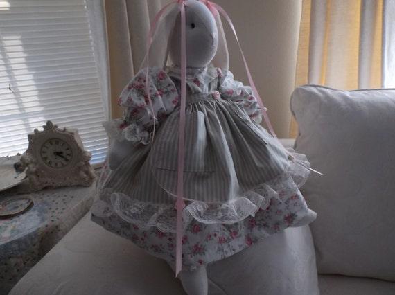 /Bunny peluche lapin du jardin des roses de Glenda, lignée chasuble