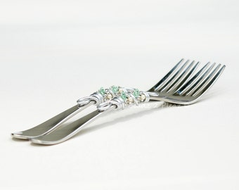Engraved forks wedding cake forks, custom Mr Mrs forks, not hand stamped, table settings sage green wedding decor anniversary, bridal shower