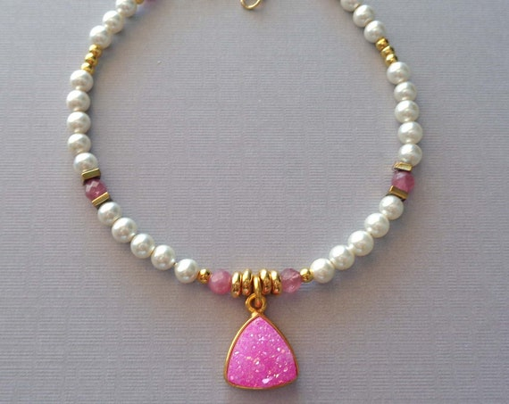 White Pearl Bracelet with Pink Druzy and Pink Tourmaline / Gift for her / Elegant Pearl Bracelet / Wedding Jewelry