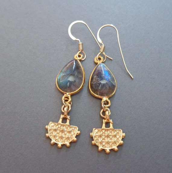 Flashy Labradorite Cabochon Earrings / Labradorite Drops / Gemstone Drop Earrings / Labradorite Jewelry
