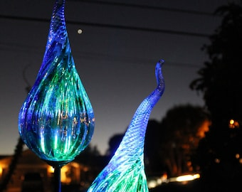 Solar Powered Garden Lights   Glow In The Dark  Blown Glass   Illuminates  In The Dark