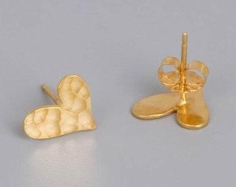 Small Heart Stud Earrings, Gold Heart Studs, Gold Post Earrings, Heart Stud Earrings, Valentines Day Gift, Minimal Stud Earrings, Dainty