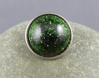 Sparkly green jewellery popper, jewellery snap, jewellery chunk, interchangeable jewellery, lampwork art glass, glass cabochon, GBUK, SRA