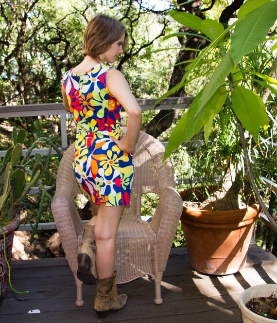 70s Flower Power Mini-Dress - image 4