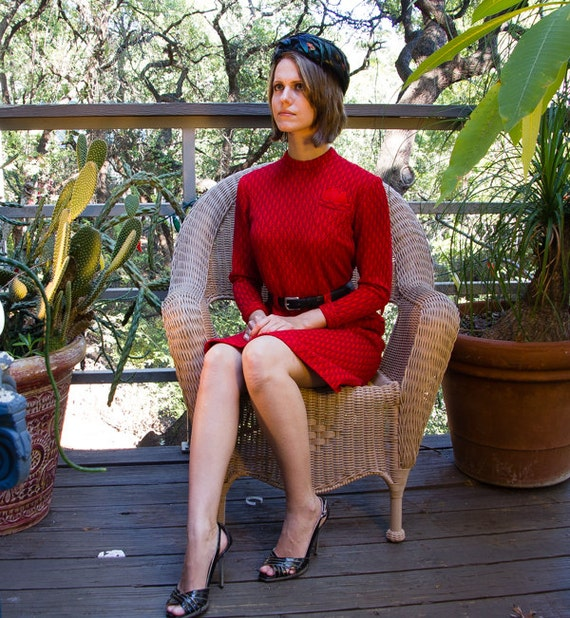 Vintage RED Knit Dress with 40s Look. - image 5