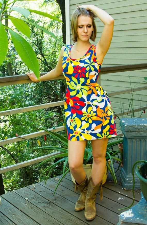70s Flower Power Mini-Dress - image 3