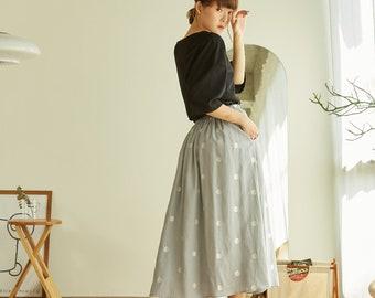 Linen Paneled Skirt With Polkadot Embroidered - Gray Color