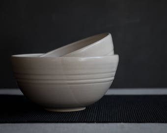 Serving Bowl in Smooth White