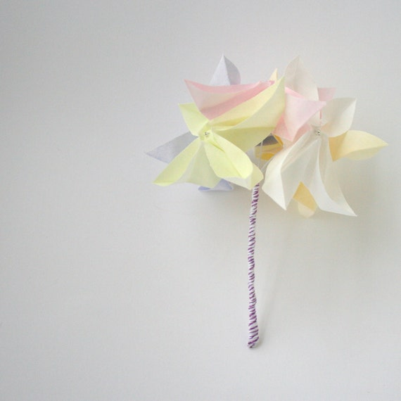 bouquet de fleurs en origami de printemps fleurs de souvenir etsy. Black Bedroom Furniture Sets. Home Design Ideas