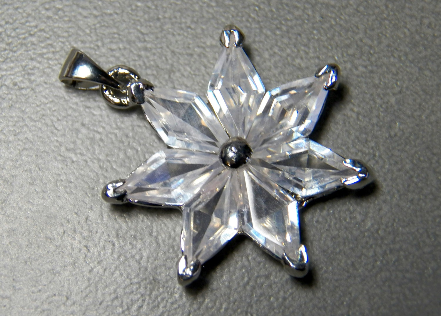 Vintage Silver Plated Star Shaped Pendant With Diamond