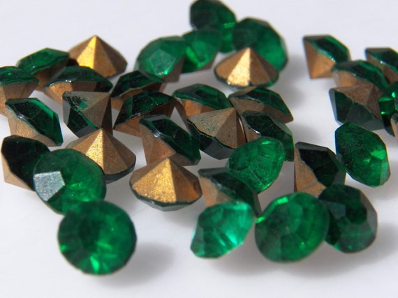 Vintage Czech Emerald Round 19ss Faceted Glass Chatons 10