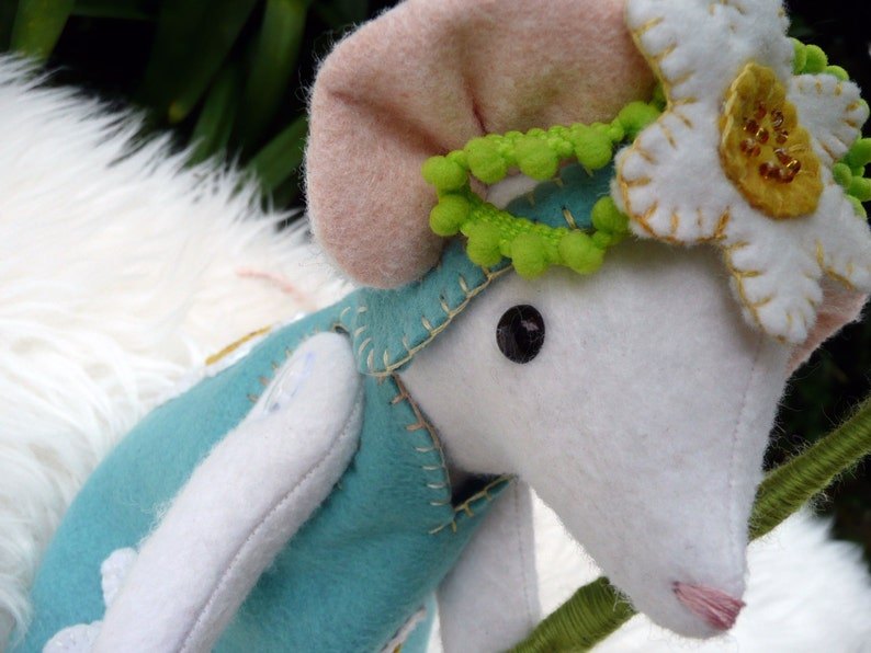 Daisy Mouseling and her Pretty Parasol image 0