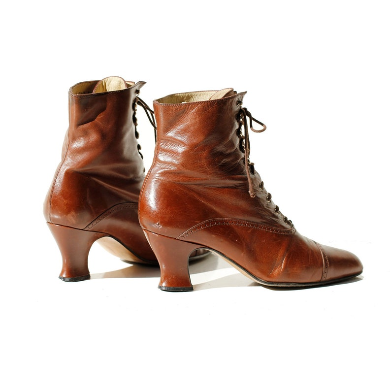 0a18fadf980bb Vintage Women's Brown Leather Heeled Ankle Boots / size 8.5