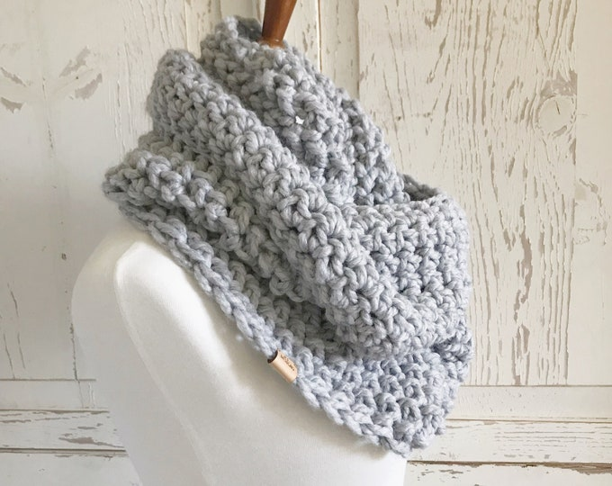 Infinity Loop Scarf | Style #1039 | Light Gray