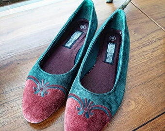 90s Deadstock Wine and Forrest Green Suede Flats Size 8