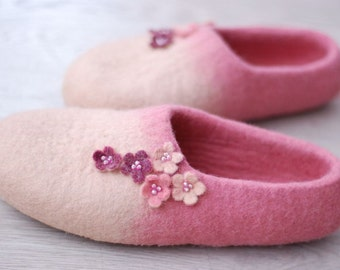 Felted slippers felted clogs wool slippers woman slippers, housewarming gift, millennial pink slippers with flowers Custom made any size