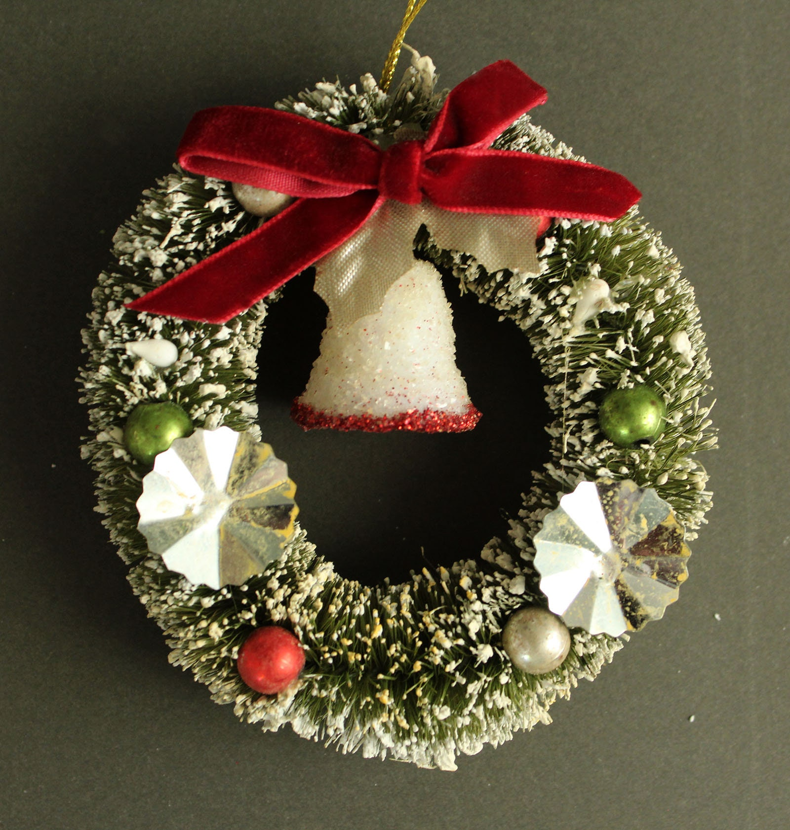 zoom Glitter Bell Bottle Brush Wreath 4