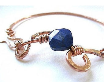 Hammered Copper Bangle Bracelet, Dark Blue Lapis Lazuli Gemstone, Artisan Metal Jewelry, 7th Anniversary Gift for Women, Diamond Shape Stone