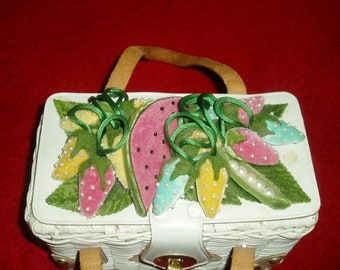 61a9fb79e4 Vintage 50s 60s White Wicker Basket Purse with Velvet Fruits and Seed Pearls