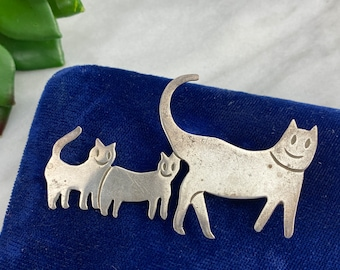 925 Sterling Silver MARCASITE Stones Black and White Two Cats Kittens Brooch