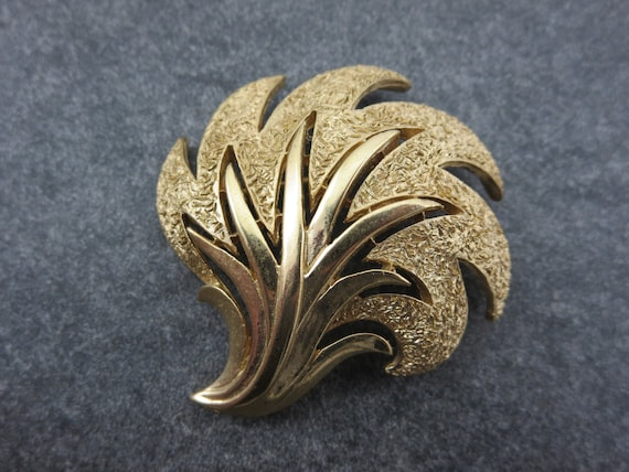 Trifari Jewelry Brooch Textured Finish Gold Feather Vintage Costume Jewelry