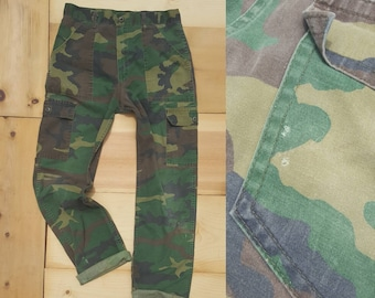 af50dcf7bb2e6 Vintage Camo Pants // Vtg Distressed Faded High Waist Camouflage Cargo  Utility Trousers // 32