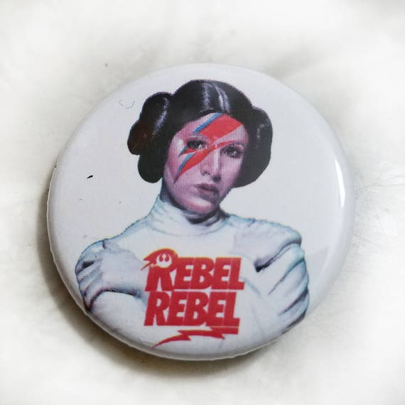 VINTAGE STYLE PRINCESS LEIA DAVID BOWIE CARRIE FISHER STAR WARS BUTTON PIN BADGE