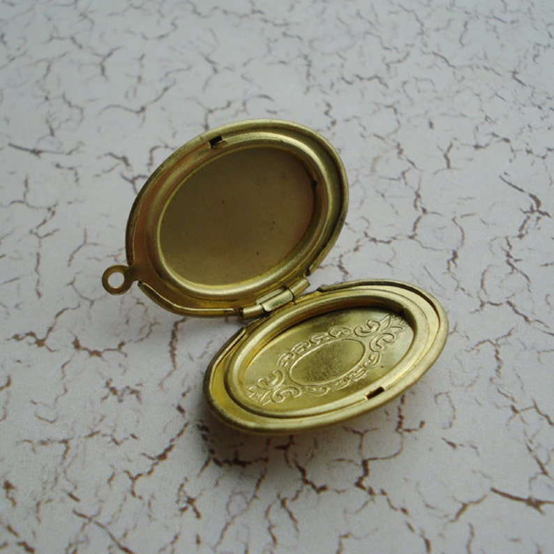 Vintage 29x23mm Brass Hinged 1 Ring Oval Etched Pendant Necklace Lockets 2 pieces