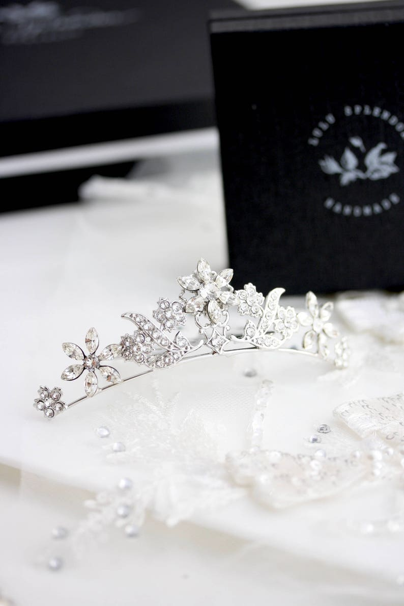 c6ee6d6b10c936 Small Tiara for Bride Veil Comb Wedding Hair Accessories