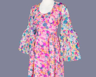 1960's SAKS Fifth Ave. Baby Doll Vintage Dress Pink Floral MOD style Short Mini Dress - Size: SMALL